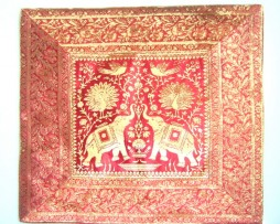 Cojín indio elefantes color granate