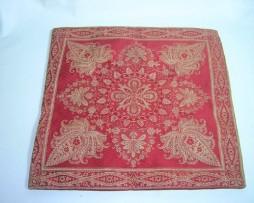 Cojín India color granate, motivos florales