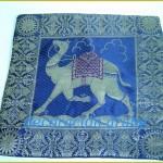 Cojín con dibujo de camello azul