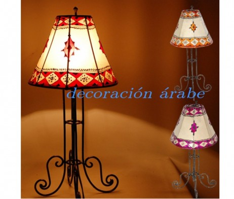 Lámpara marroquí de piel pintada con henna