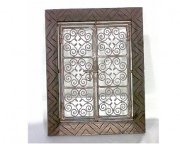 Ventana marroquí, madera tallada, celosía, hierro forjado
