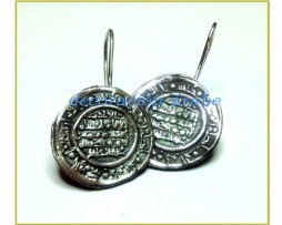 Pendientes de plata con moneda de dirham de Medina Azahara