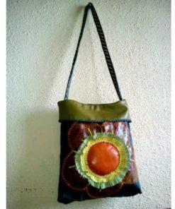 Bolso de flor cuero artesanal