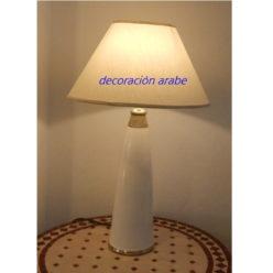 lámpara árabe mesa blanca