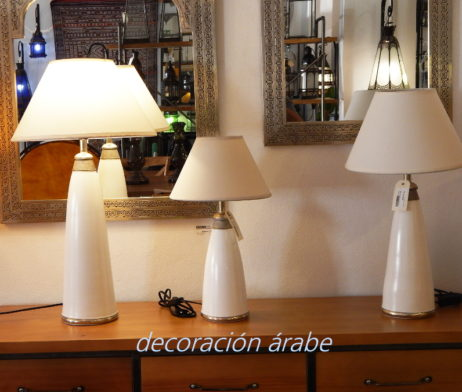 lámpara marroqui mesa blanca