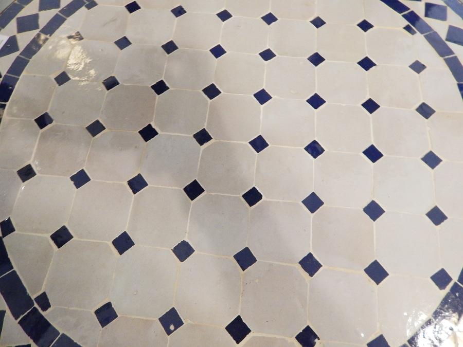 Mesa rabe de mosaico redonda y forja azul y blanco for Mosaico marroqui
