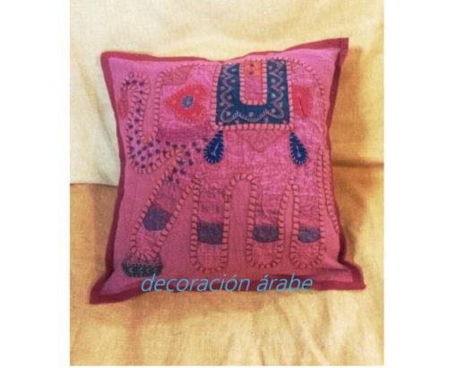 cojín india patchwork granate