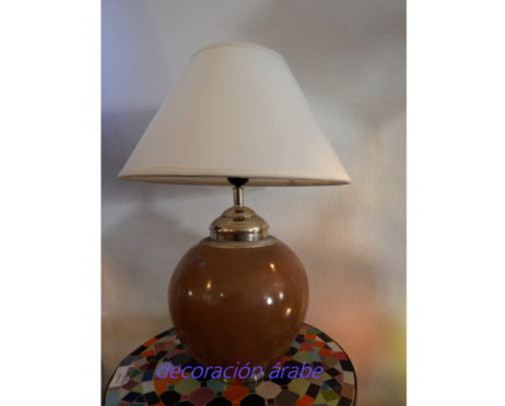 lámpara mesa marrón