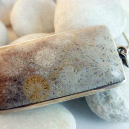 colgante artesanal fosil plata